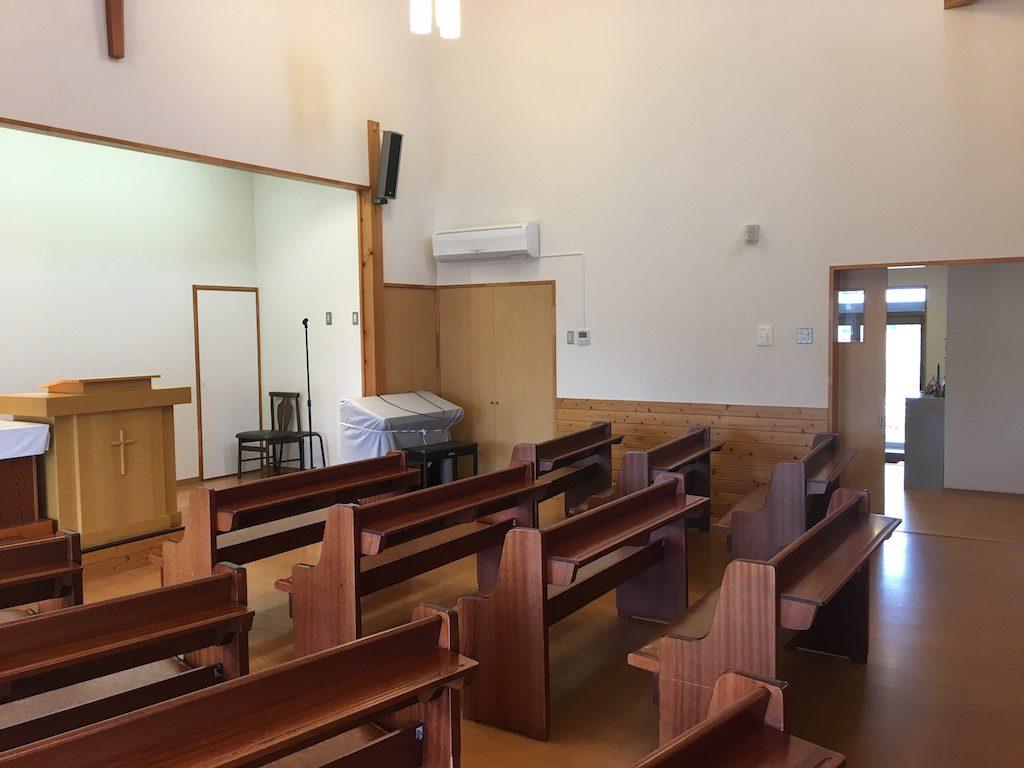 礼拝前会堂